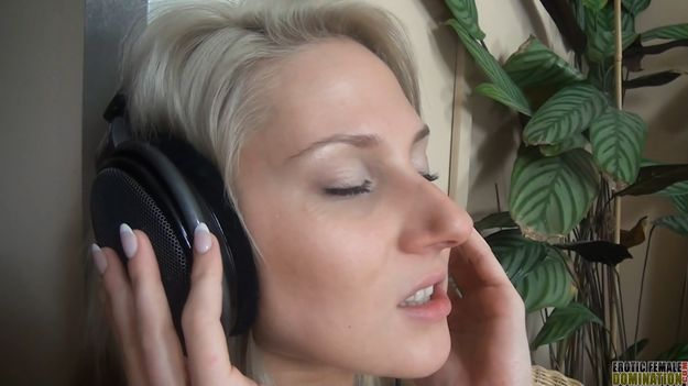 blonde wearing headphones while having sex 625 Previous Next. See ...