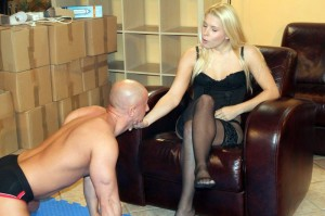 Blonde uses submissive ways to control bald submissive