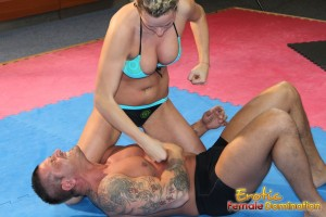 Roxy makes her slave beg for forgiveness while boxing