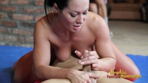 Dirty Sandra likes sex fight and face sitting