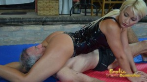 Mistress puts her big round ass on slave's face during wrestling