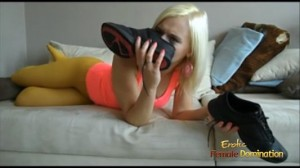 Fetish girl in yellow pantyhose smelling her sweaty sneakers