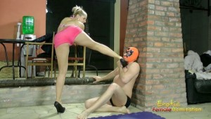 Masked Champion Loses A Street Fight To Brandi
